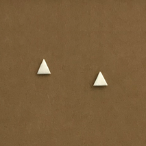 Triangle short stud